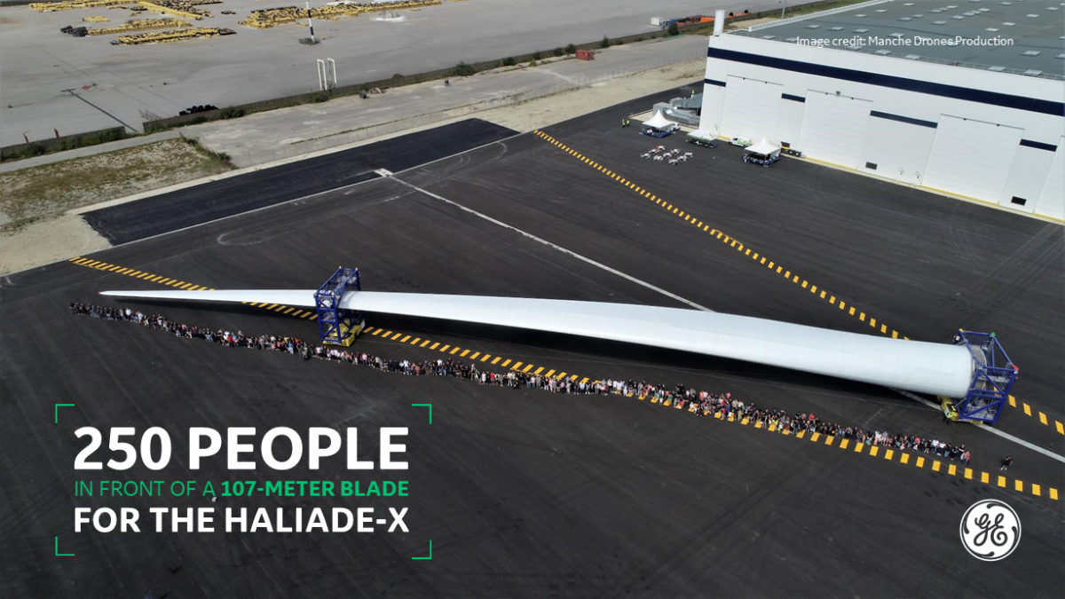 250 PEOPLE LINE UP FOR THE 107 METER HALIADE-X BLADE